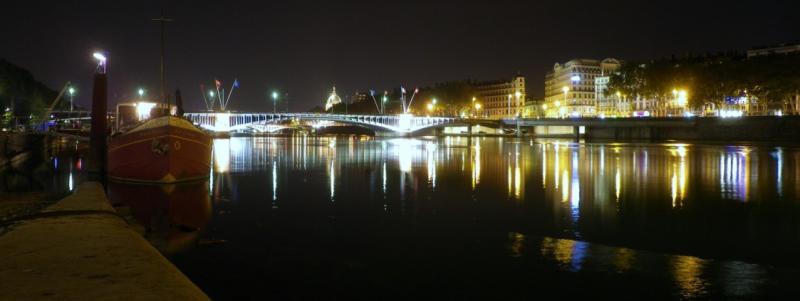 http://au.dela.des.frontieres.cowblog.fr/images/bateaufourviere-copie-2.jpg